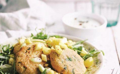 Krabkoekjes uit de airfryer met salade en mangosalsa - Libelle Lekker