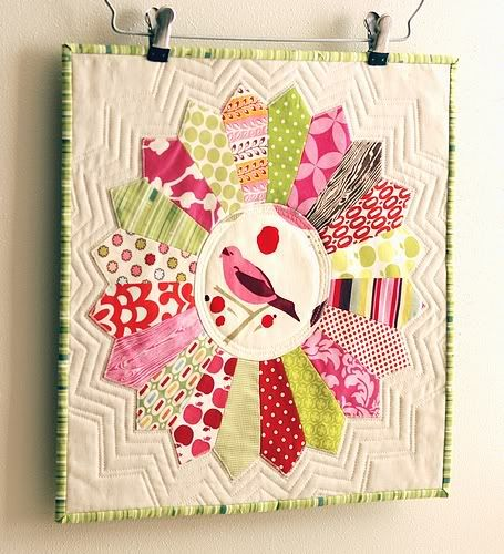 Beautiful #Dresden plate mini #quilt from craft blogger Retro Mama.