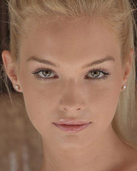 Weiblich blond grüne augen