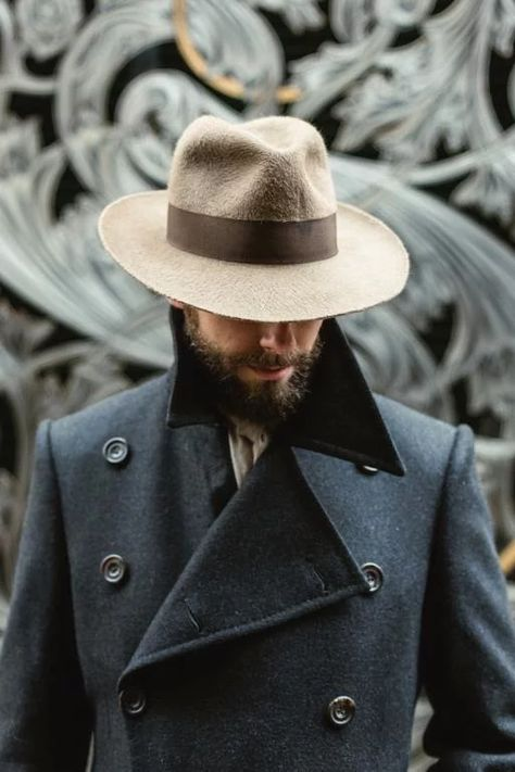 Gentleman style 342977327873308822 - How a hat should fit (with Stephen Temkin fedora) – Permanent Style Source by POETICNOTION Outfits With Hats, Cool Outfits, Moda Formal, Dandy Style, Style Men, Look Man, Winter Mode, Best Mens Fashion, Fedora Hat