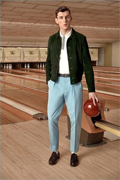 MR PORTER teamed up with PRADA to launch an exclusive capsule collection rooted in bowling nostalgia. This is PRADA's first menswear exclusive with an online retail partner. 60s Men's Fashion, 1950s Fashion Menswear, 1950s Mens Fashion Casual, Lolita Fashion, Men Fashion, Vintage Fashion, 70s Mens Clothes, Style Année 60, 1950s Style