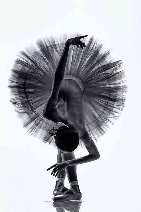 Le Souvenir Que J Ai C Est Le Reflet De Mon Corps Dans La Fenetre Du Dortoir De L Academie La Porte Du Couloir Est Ouvert Ballett Tanzbilder Balett Tanzerin