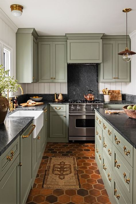 Red and Green Kitchen Idea. Red and Green Kitchen Idea. 31 Green Kitchen Design Ideas Paint Colors for Green Kitchens Light Green Kitchen, Olive Green Kitchen, Green Kitchen Decor, Green Kitchen Cabinets, Kitchen Cabinet Colors, Kitchen Redo, Kitchen Interior, New Kitchen, Green Kitchen Walls