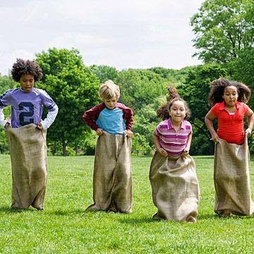 Juegos Divertidos Al Aire Libre Para Fiestas Infantiles Juegos Para Niños Al Aire Libre Juegos Divertidos Juegos De Feria