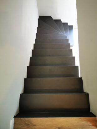 Arrivee D Une Volee De Marches D Escalier Habillee En Beton Cire