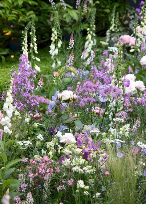 43 Beautiful Small Cottage Flowers Garden for Backyard Ideas - Decoradeas