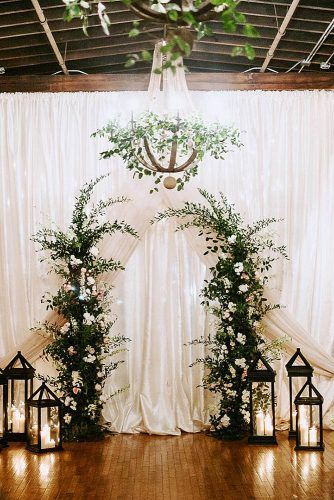 Wedding Altar Decoration Background Of White Cloth The Altar Of Greenery With White Flowers Is Sur Winter Wedding Arch Wedding Altar Decorations Wedding Altars