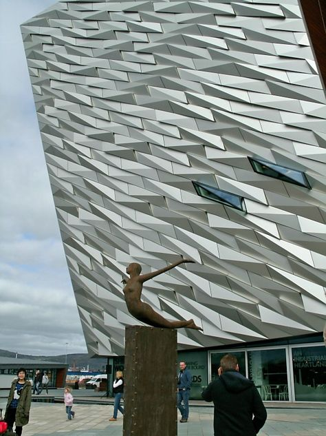 Opening Day Of Titanic Belfast One Of The Most Beautiful Buildings And The Biggest Titanic Museum In The World Belfast Northern Ireland Avec Images