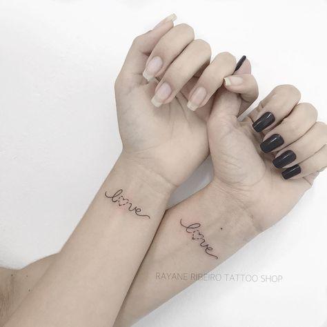 """Tatuagem criada por Rayane Ribeiro de Cachoeiro de Itapemirim.  Tatuagem entre mãe e filha com escrita """"Love""""."""