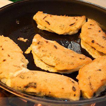 Receta Para Hacer Chilaquilas Guatemaltecas De Tortilla Y Queso Aprende Guatemala Com Chiles Rellenos Recetas Guatemaltecas Tortas