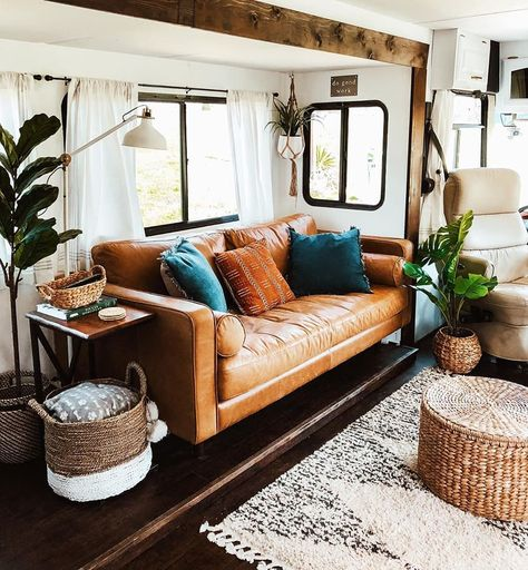 Looking to replace or upgrade your RV sofa bed? Check out this list of ideas with pictures and links that will help you find the perfect RV sofa bed of your camper, or trailer. Rv Living, Tiny Living, My Living Room, Compact Living, Rv Sofa Bed, Sofa Bed Decor, Caravan Vintage, Vintage Campers, Vintage Trailers