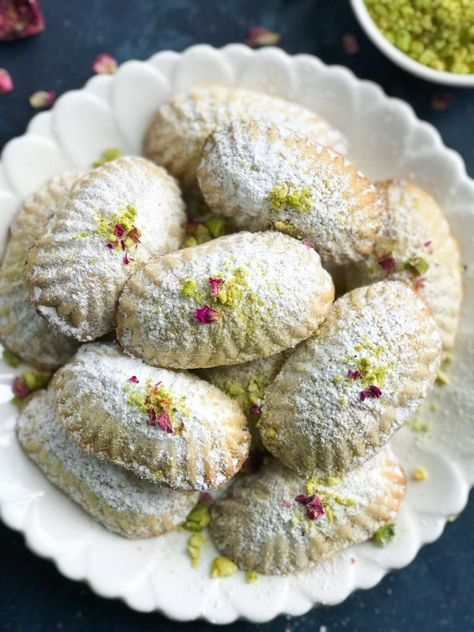 Pistachio Maamoul Cookies (معمول بالفستق) - Cookin' with Mima Best Picture For Arabic sweets how to make For Your Taste You are looking for something, and it is going to tell you exactly what you are Arabic Dessert, Arabic Sweets, Arabic Food, Indian Dessert Recipes, Sweets Recipes, Cookie Recipes, Tofu Recipes, Middle East Food, Middle Eastern Desserts