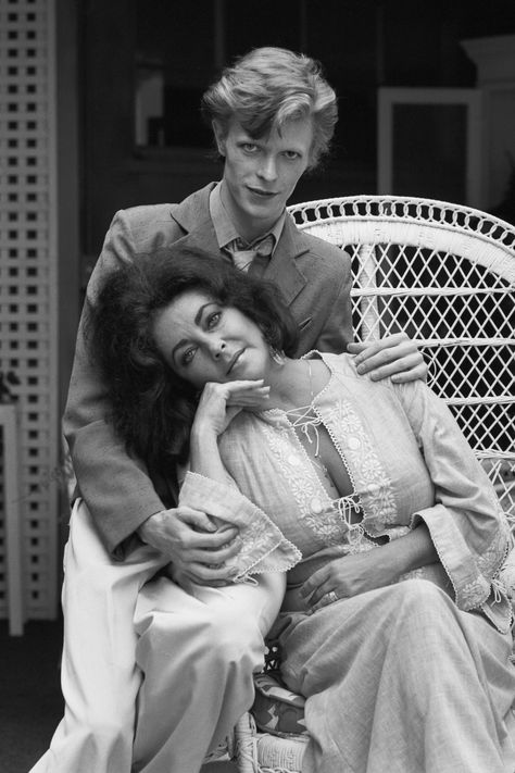 "Star Power - Bowie and Taylor by Terry O'Neill (Endless Seas) (via Krystyna Polacek | Davie - "" Terry O'Neill – David Bowie and Elizabeth Taylor sitting"")"