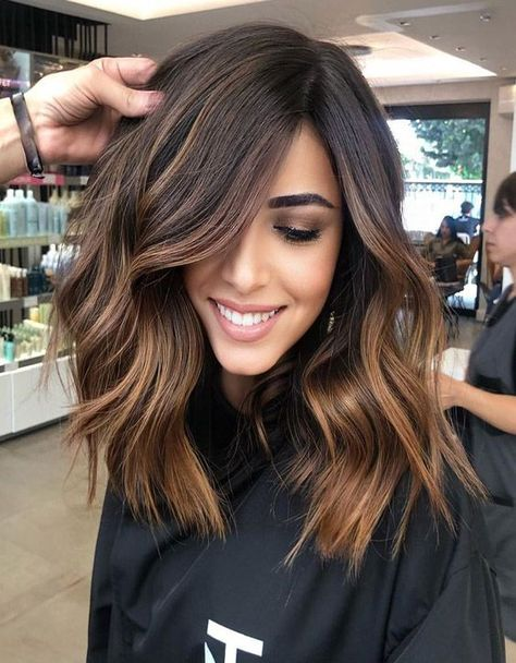 2020 hair trends Awesome Chocolate Caramel Hair Color Trends for Women in 2020 Hot Hair Colors, Cool Hair Color, Brown Hair Colors, Medium Brown Hair Color, Fall Hair Colors, Brown Hair Streaks, Amazing Hair Color, Brown Highlighted Hair, Short Hair Ombre Brown
