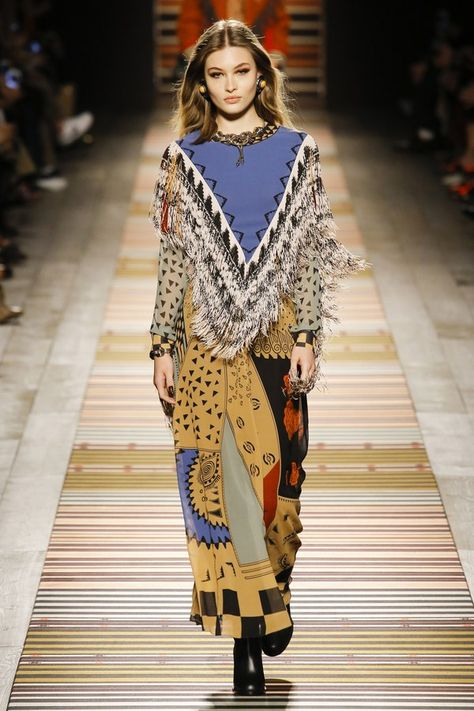 The complete Etro Fall 2018 Ready-to-Wear fashion show now on Vogue Runway.