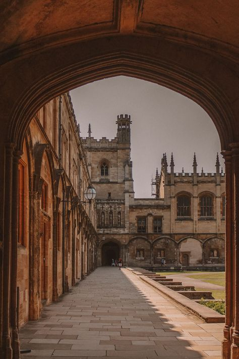 Oxford University boasts many magnificent buildings but which are the best and most beautiful colleges? Here are the top, according to an Oxford student! Oxford College, Oxford Student, University College London, University Of Oxford, Hogwarts University, British College, Cambridge University, University Of Toronto, College Aesthetic