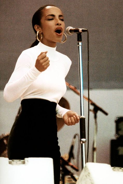 21 Women Every Minimalist Should Look to for Outfit Inspiration - Icon People - Ideas of Icon People - Minimalistic Style Icons: Sade