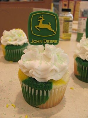 Hello Cupcake!: John Deere