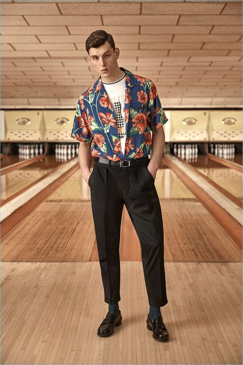 Ready for a summer holiday, Luke Farley wears a tropical print camp collar shirt from Prada. He also sports the label's graphic tee and tapered trousers. 80s Fashion Men, Vintage Fashion, 1950s Men's Fashion, Latex Fashion, Gothic Fashion, Style Fashion, Fashion Trends, Mode Chic, Mode Style