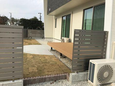 道路から住宅まで約30 程高低差のある敷地ですが 階段を設けることでお庭へうまくつなげています お庭のプライバシーを確保するため 目隠しフェンス Lixil セレビューr3型 を使用しました フェンスの高さはブロックの天端から1 2メートルになります 使用カラ