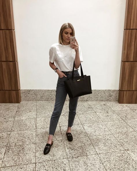 basic outfit / t-shirt masculina mom jeans mule maxi bolsa - Loafers Outfit - Ideas of Loafers Outfit - basic outfit / t-shirt masculina mom jeans mule maxi bolsa