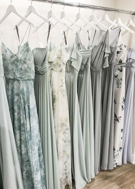 Jenny Yoo bridesmaid dresses have for every bride and . Das Jenny Yoo bridesmaid dresses have something for every bride and bridesmaid.