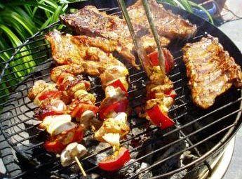 barbecue-reussi.jpg A l'aise, braise ! Le soleil brille, il fait beau, le jardin verdoie, le charbon de bois fume, l'apéro est servi, le barbecue peut commencer. En savoir plus sur http://bric-a-brac2.e-monsite.com/forum/recette-barbecue/#0WkSSZkarL81QKEq.99