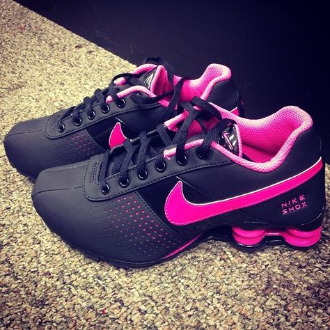 Christmas surprise!!!all nike shoes discount for sale,cheapest only $19.99 get it!!but only 1000 pairs for sale!!
