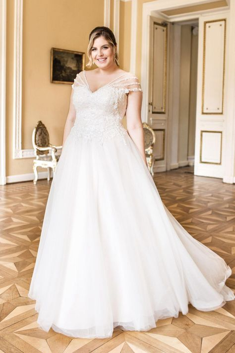 4b9d9df30484e Lovely by Mode de Pol - Plus Size Brautkleider #plusweddingdresses