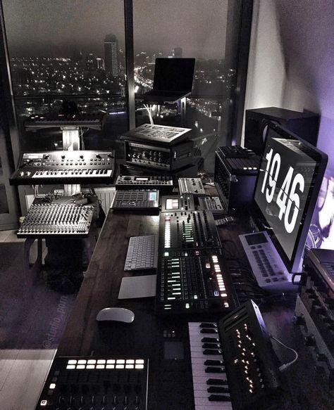 30 Ideas home studio recording desks work spaces for 2019 Home Studio Setup, Music Studio Room, Recording Studio Design, Sound Studio, Dream Studio, Studio Interior, Studio Desk, Interior Design, Music Recording Studio
