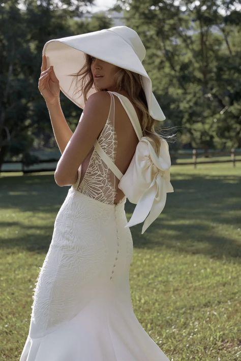 La robe de mariée Lena de la collection 2021 Grace Loves Lace   Tendance mariage : interview de la créatrice de Grace Loves Lace pour ses robes de mariée 2021   Vogue Paris