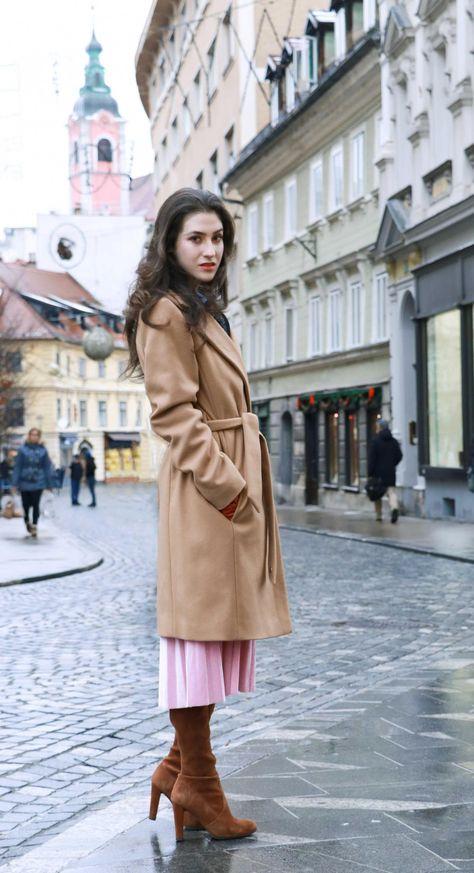 744877f97b2 Fashion Blogger Veronika Lipar of Brunette from Wall Street wearing elegant  winter outfit
