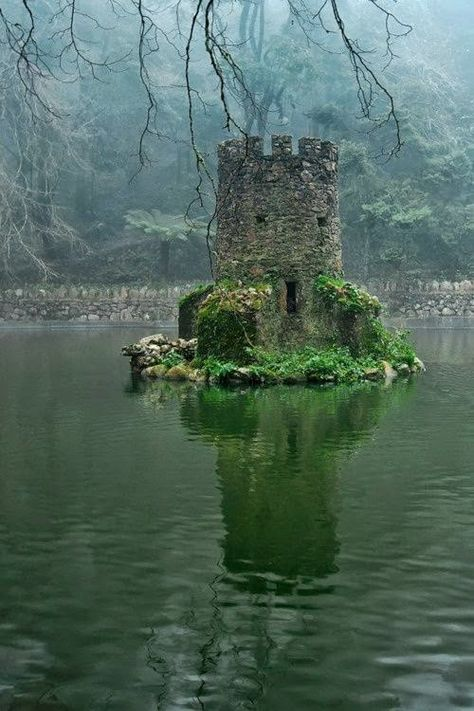 Tiny Castle Built For Ducks In Portugal. Search for Fun - Funny Clone Funny Memes, Funny Pics, Funny Pictures, Pictures 2018 Tiny Castle Built For Ducks In Oh The Places You'll Go, Places To Travel, Places To Visit, Beautiful World, Beautiful Places, Beautiful Ruins, Simply Beautiful, Castle Ruins, Tower Castle