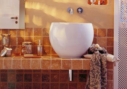 Terra cotta look in the bathroom
