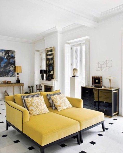 couleur jaune moutarde, canapés jaunes, coussins déco et commode noire  luisante 627e61a1bfe