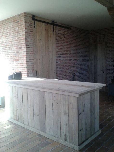 Een toonbank heb je overal nodig. Wat je ook verkoopt, het is handig om de spullen erop te zetten. Deze ziet er ook fijn uit van hout.