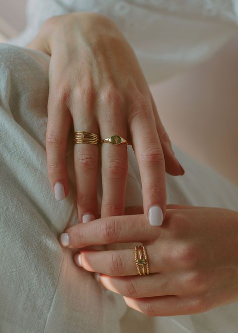 Jewelry Rings, Jewlery, Jewelry Accessories, Women Jewelry, Gold Finger Rings, Dainty Gold Rings, Marla Catherine, Manicure Pictures, Golden Ring