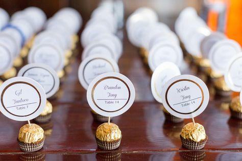 Ein süßes Beispiel, wie ihr eure Tischkarten zur Hochzeit selbst gestalten könnt. Außerdem viele weitere Ideen für Tischkarten zur Hochzeit...