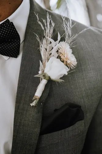 Urban Oasis | Bustld | Planning Your Wedding Just Got Easier #bustld #wedding #weddingplanning #weddinginspiration #summerwedding #bohowedding #modernwedding #bohostyle #weddingdetails #neutralwedding #groom #boutonniere