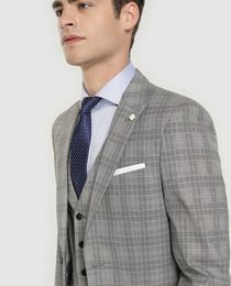 57c8ca6c4 Chaqueta de traje de hombre Fórmula Joven slim gris con cuadros de ...