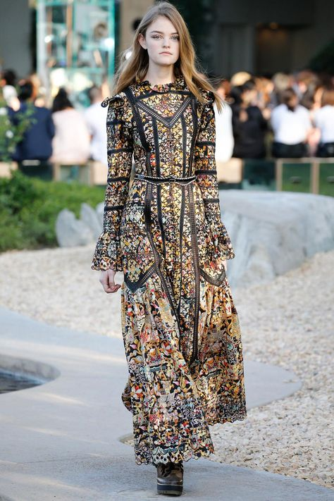 Every look from @LouisVuitton​'s pre-spring/summer 2016 show in Palm Springs: http://vogue.uk/u8VJfP  #PalmSprings