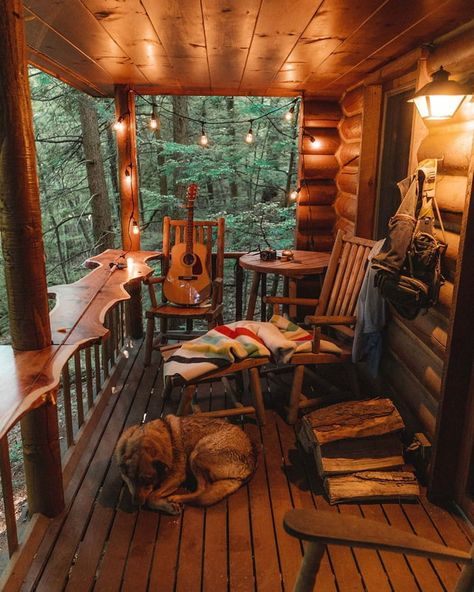 (teen) room deco Cozy balcony in Arlington, Vermont Along with publications and festivals, there are