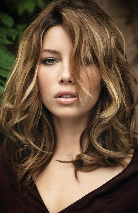 Jessica Biel...love her hair here♥                                                                                                                                                                                 Más