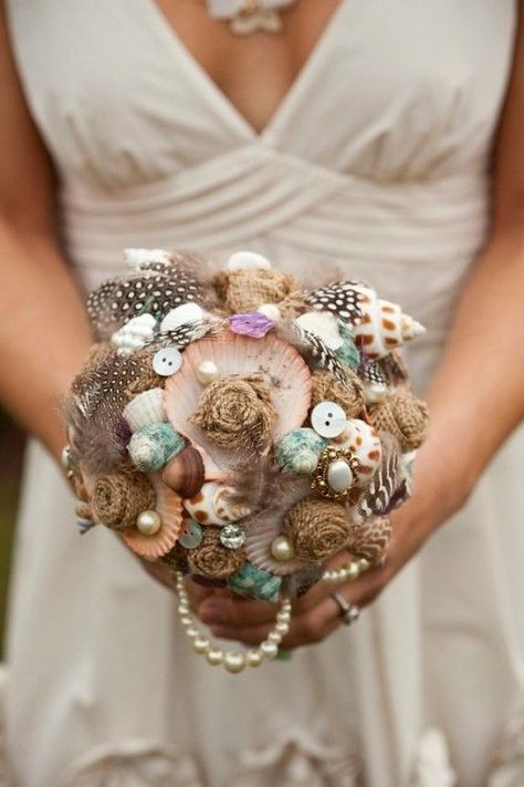 Bukiet ślubny z muszelek // Wedding bouquet from seashells