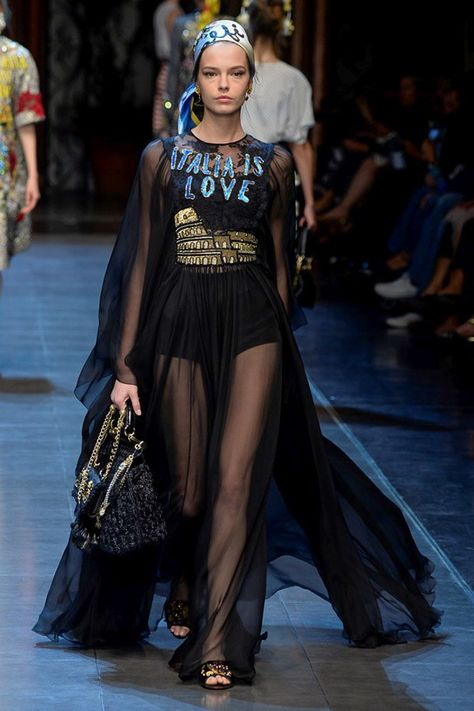Dolce   Gabbana Spring 2016 Ready-to-Wear Fashion Show   Fresh Off ... 59f99a344f99