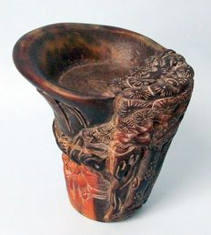 Copa de libación de cuerno de búfalo de agua tallado - China - Finales del siglo XX