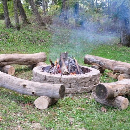 75 Einfache Und Gunstige Ideen Fur Die Garten Und Feuerstelle Spaciroom Com Die Ein Die In 2020 Outdoor Fire Pit Seating Rustic Fire Pits Outdoor Fire Pit