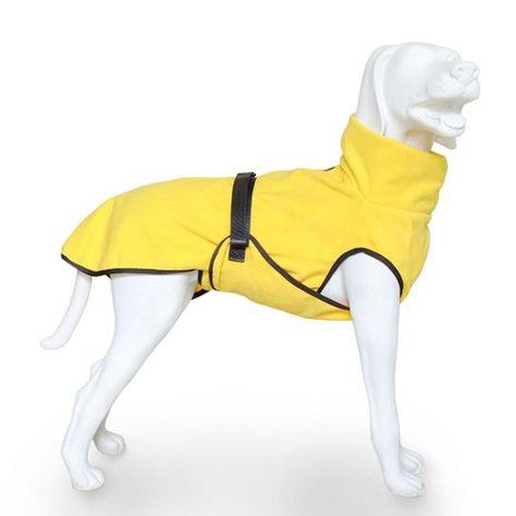 Aus der Kategorie Badezubehör  gibt es, zum Preis von EUR 22,90  Doggy Dry<br /> Es kann ganz schön anstrengend sein, Ihren Hund vom Kopf bis zur Schwanzspitze mit einem Handtuch trocken zu rubbeln. Doggy Dry von EQDOG übernimmt diese Aufgabe. Einfach nur anziehen - und das Fell Ihres Hundes wird innerhalb von nur 10 Sekunden angenehm trocken. Der Bademantel ist aus einer speziellen, robusten Mikrofaser hergestellt, die eine optimale Absorption der Feuchtigkeit garantiert (bis zum Sechsfachen...