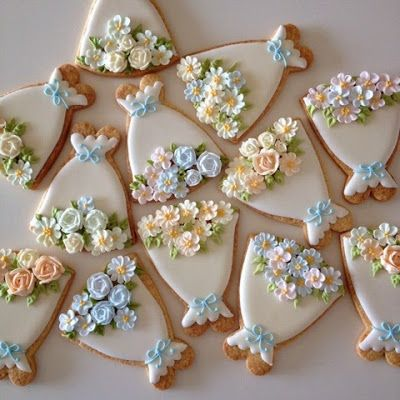 Fun idea for side snacks! No-one said it would be easy to do though.. Cute bouquet gingerbreads coming right up!