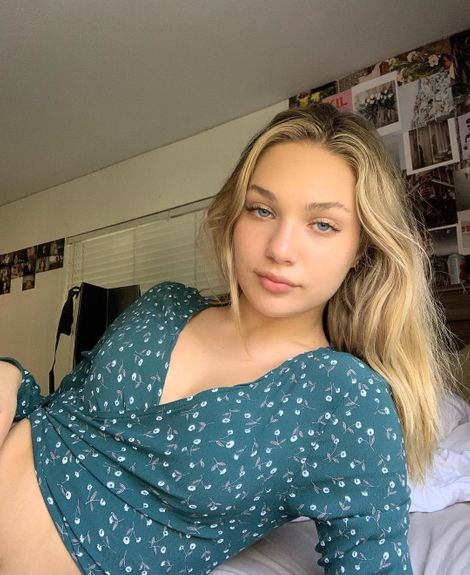Maddie Ziegler Maddie Ziegler is the dancer, author, and actress who rose to fame after her appear Kendall Jenner Outfits Casual, Maddie Ziegler Instagram, Pretty People, Beautiful People, Maddie Zeigler, Maddie And Mackenzie, Brent Rivera, The Dancer, Insta Photo Ideas